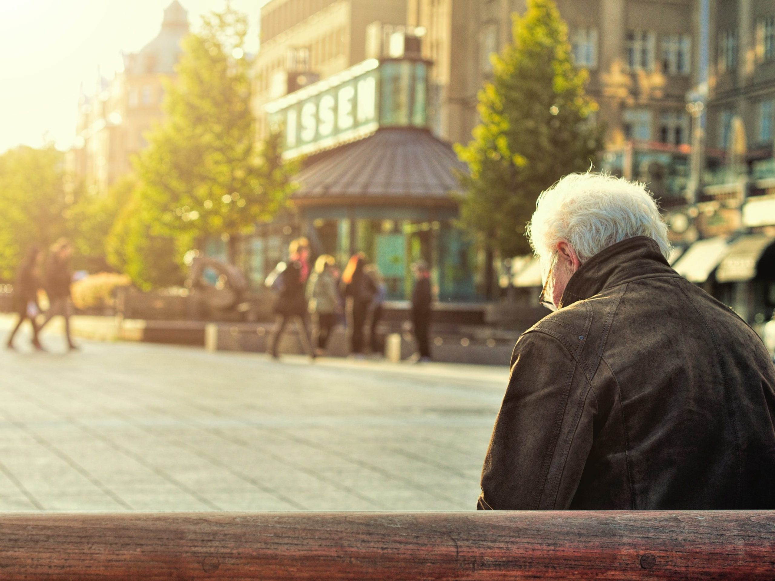 how can seniors stay social